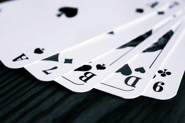 5 aufgefächerte Spielkarten